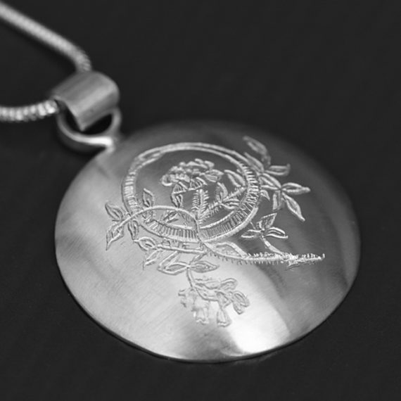 Daisy Domed Necklace